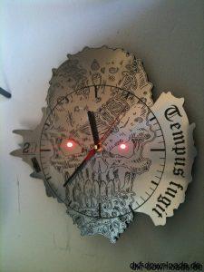 Totenkopf als Uhr