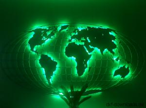Weltkarte mit Gitter Gruen beleuchtet