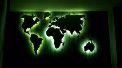 Weltkarte Gruen beleuchtet