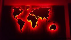 Weltkarte Rot beleuchtet