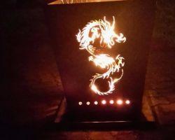 Feuertonne mit Drachen