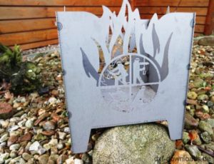 Feuerstelle Feuerkorb mit Feuerwehr Logo Emblem und Flammen - Fireplace fire basket with firefighters Logo Emblem and flames